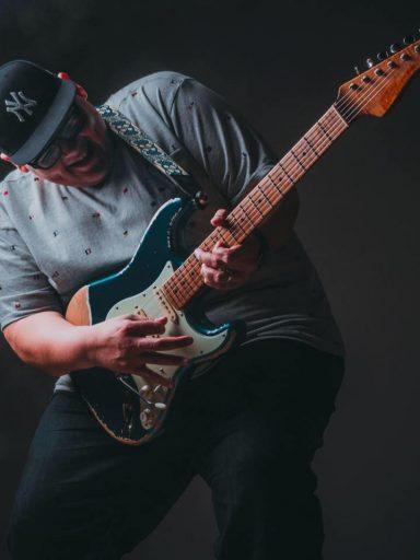 Edgar Tello (Guitarrista)